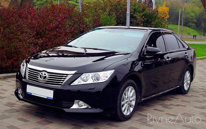 Аренда Toyota Camry 50 на свадьбу Ровно